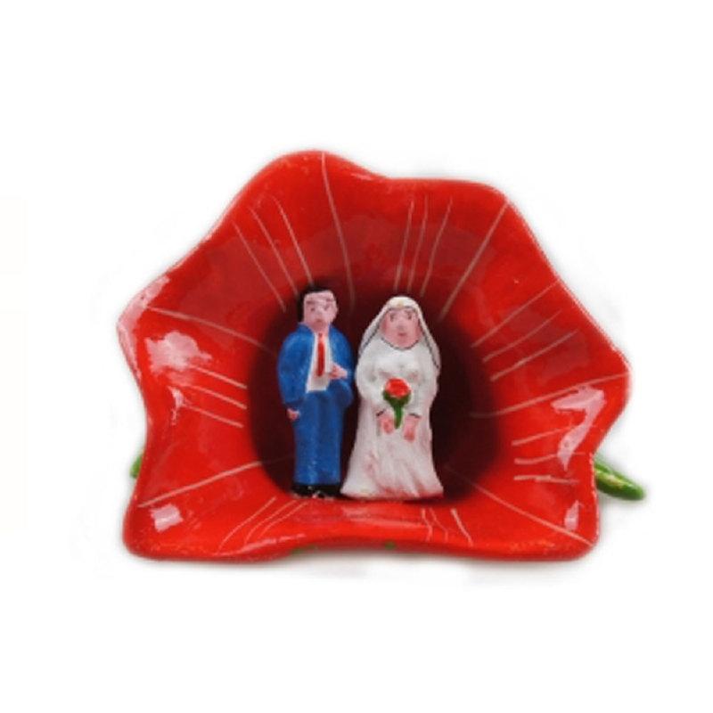 Bruidspaar in bloemkelk rood