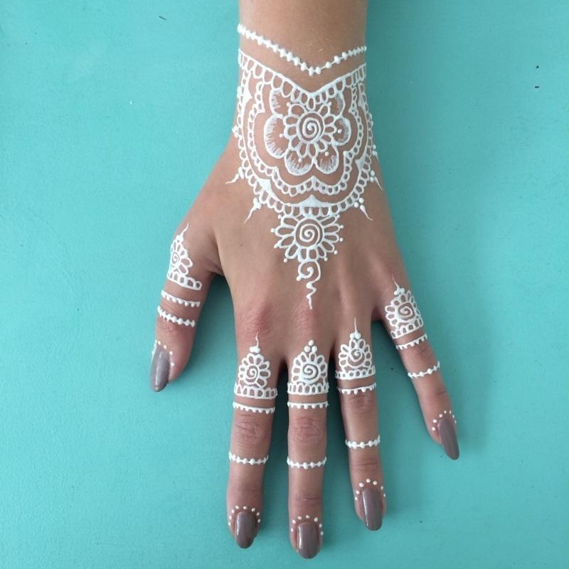 """Hand Henna """"tattoo"""" in wit"""