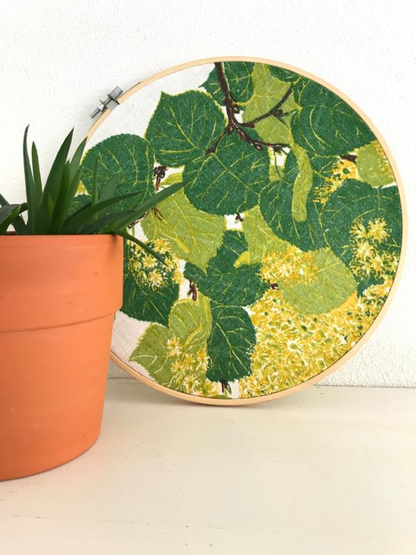 """Borduurring met vintage """"Botanical""""print stof erin"""