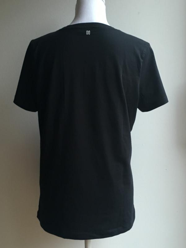 T-shirt 'NIKKIE - We love beats' (maat 40)