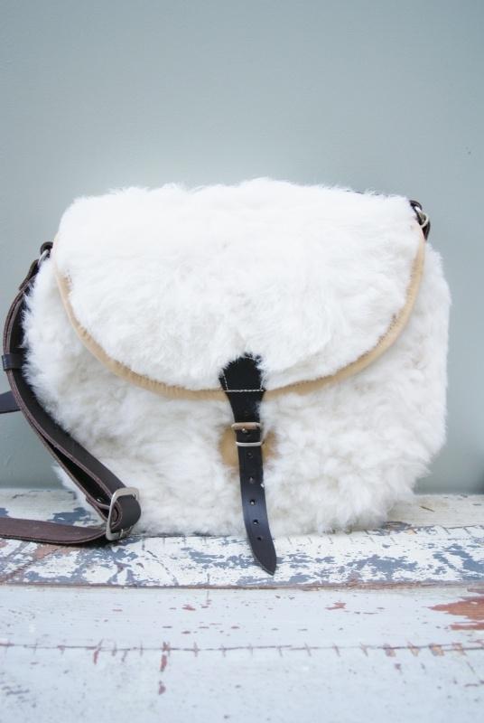 Pepita Bonita schoudertas wit schapenwol - model TIA groot