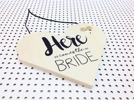 "Houten hart ""Here comes the bride"""