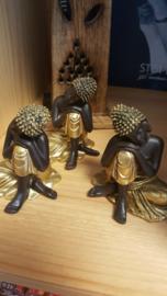 Budha beeldje hoofd op knie 10cm