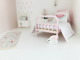 Kinderkamer | Speelgoed | Klein konijntje + grote oren