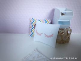 Textiel | slaapkamer | Kussentje  | 4 x 5 cm | wit + roze Sleepy Eyes