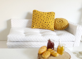Mini Tipi | 4 x 5 cm kussentje | oker geel met dots