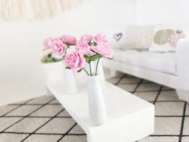 Woonkamer | Bloemen & Planten | witte vaas met roze bloemen