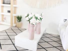 Bloemen & Planten | roze vaas met witte bloemen