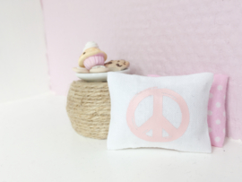 Woonkamer | Textiel | kussentje | 4 x 5 cm | Zoedt | wit + pink peace