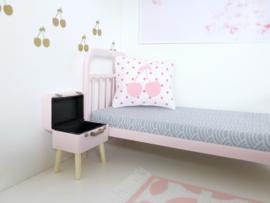 Textiel | slaapkamer | Kussentje  | 4 x 5 cm | Wit + fuchsia stipjes + roze cherry