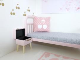 Textiel | slaapkamer | Kussentje  | 4 x 5 cm | Roze + witte stipjes + witte cherry