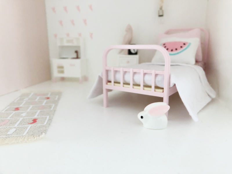 Slaapkamer | Speelgoed | Klein konijntje + grote oren
