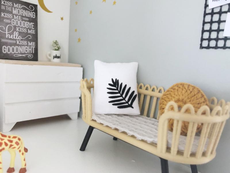 Woonkamer | Textiel | kussentje | 4 x 5 cm | Leaf | Wit + zwart