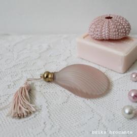parfumflesje schelp