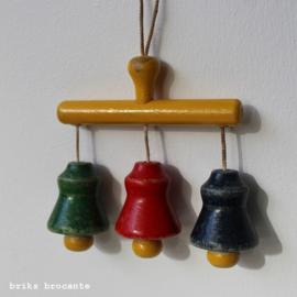 houten hanger met bellen