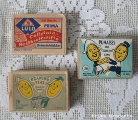 3 oude doosjes punaises