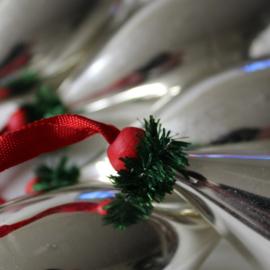 kerstballen aan lint