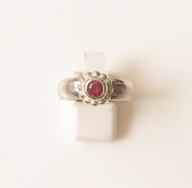 Zilveren ring met synthetische robijn