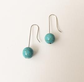 Zilveren oorhaken met turquoise edelsteen