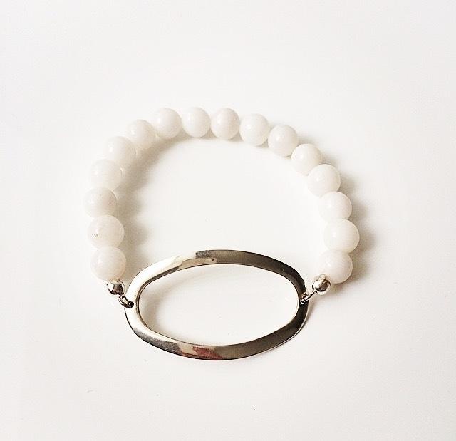 Armband zilveren ovaal met witte kwarts edelsteen