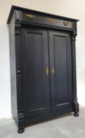 Antieke stoere landelijke meidenkast Pure Black zwart