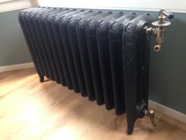 Gerestaureerde gietijzeren antieke radiatoren