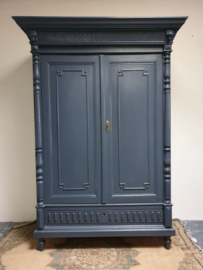"Antieke landelijke Mechelse kledingkast ""Denim Blue"""