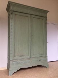 "Megagrote antieke landelijke grote Franse kast ""Olive green"""