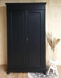 Antieke hoge landelijke slanke kast Pure Black