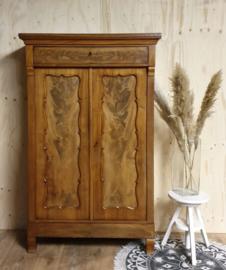 Antieke mahoniehouten landelijke Biedermeier meidenkast
