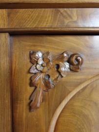 Sierlijke antieke mahoniehouten meidenkast