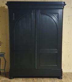 Megagrote antieke mahonie poortkast/ kledingkast Pure Black