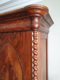 Antieke mahoniehouten poortkast/linnenkast