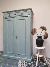 "Antieke stoere meidenkast ""blue reef"" Pure and Original"