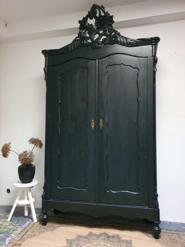 "Antieke Biedermeier kuifkast in de kleur ""Pure black"" zwart"