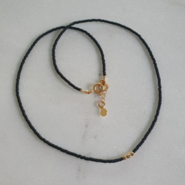 Minimalist necklace // Black Gold