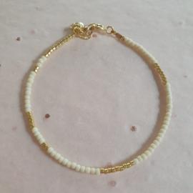 Ava bracelet // Off white Gold