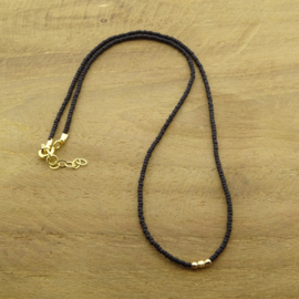 Minimalist necklace // Black Gold