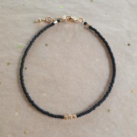 Minimalist // Black Gold