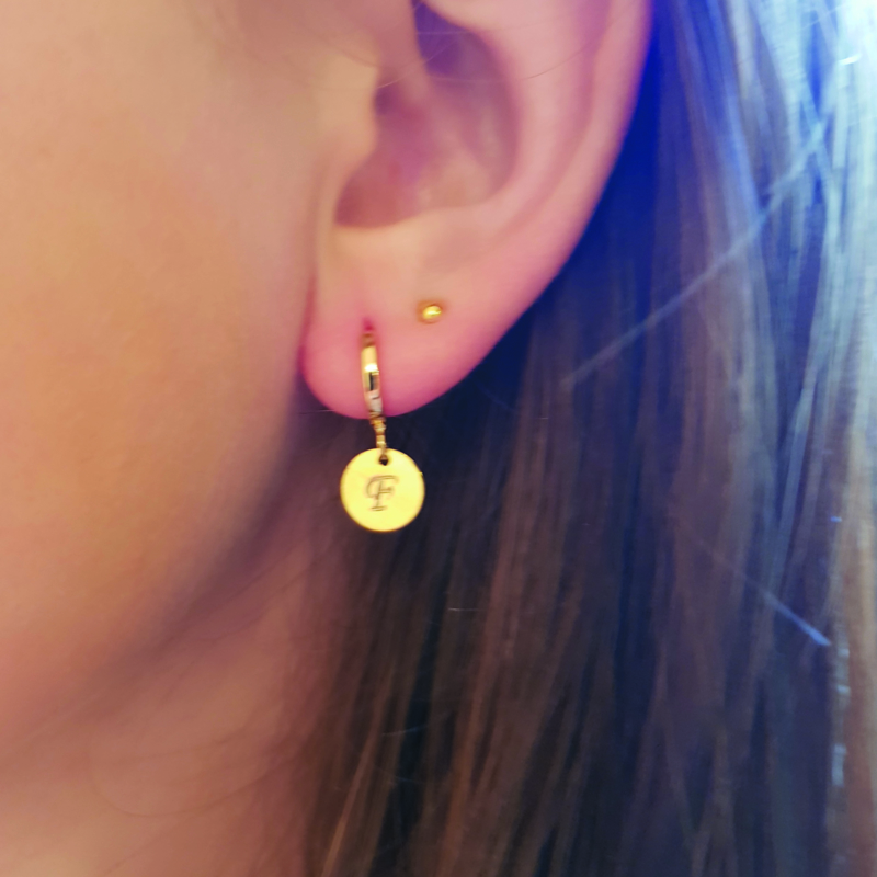 Initial earring // Gold