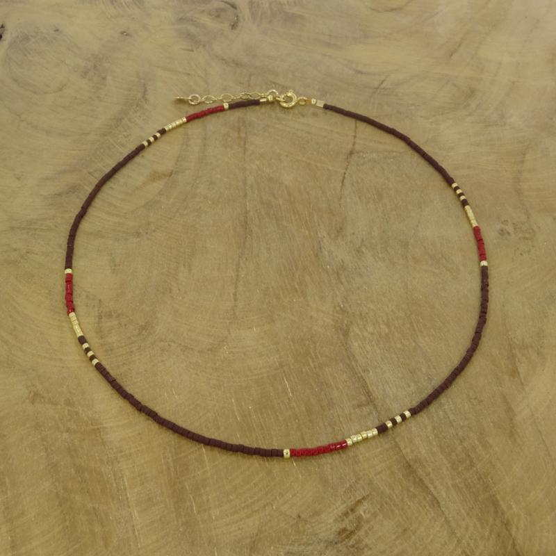 Beaded necklace // Maroon