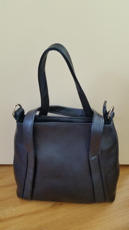 blauwe handtas van prachtig  glanzend leer