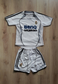 Replica Real Madrid thuistenue (Ruud van Nistelrooy, nr. 17) maat 134 / 140