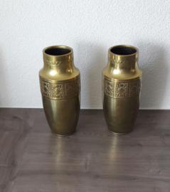 Set van twee vintage, blikken vaasjes (24,5 cm hoog)