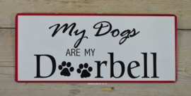 Tekstbord My dogs are my doorbell