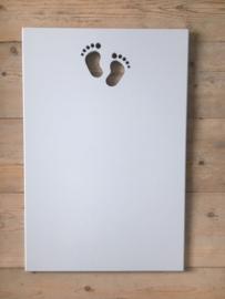 """Tekstbord """"Eigen tekst"""", 40 x 60 cm met uitgezaagde babyvoetjes"""