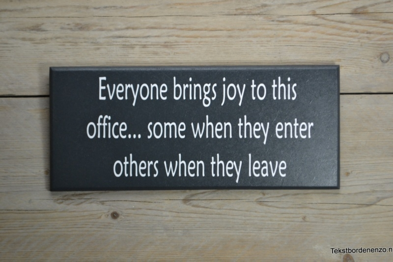 Tekstbord Everyone brings joy to this office