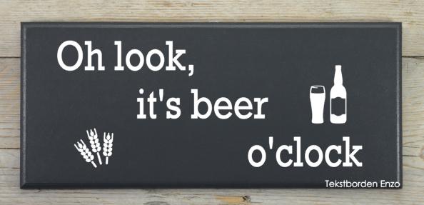 Tekstbord Oh look, it's beer o'clock