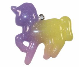 Unicorn  lila/roze/geel met haakje 42x 26 mm