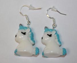Oorbelletjes zilveren hanger met unicorn blauw